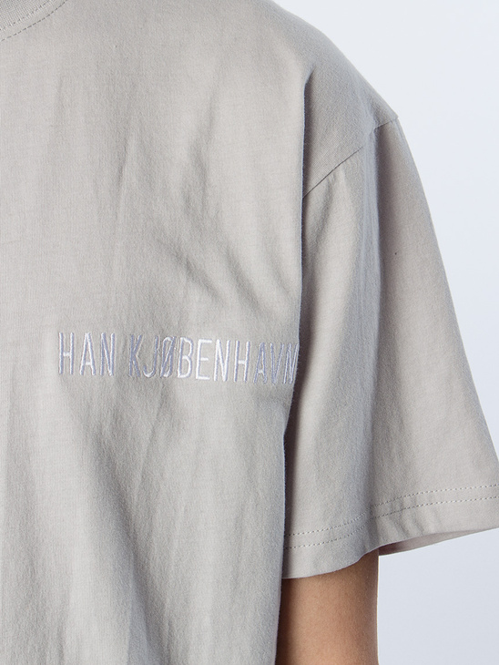 Casual Tee Artwork Grey Logo